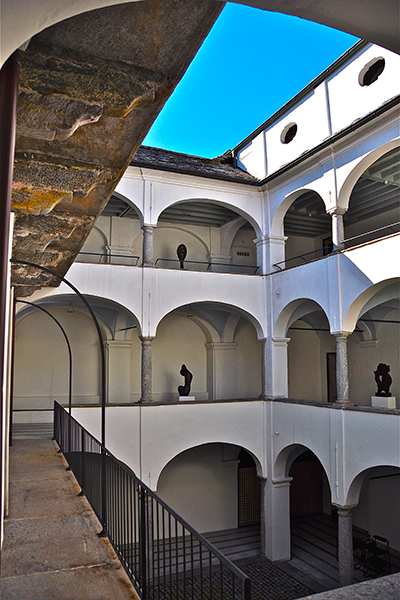 Interno della Pinacoteca comunale Casa Rusca